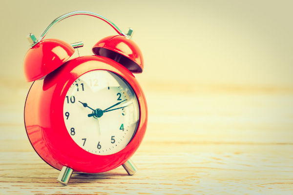 赤い目覚まし時計